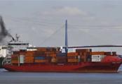 Pollution : les 20 plus gros navires polluent plus que toutes les voitures de...
